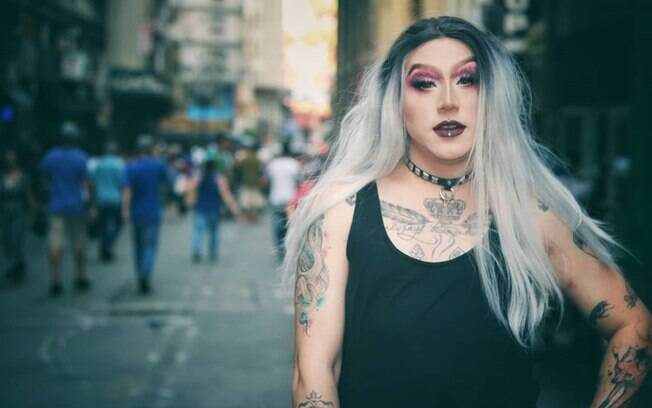 Naja White é a primeira drag queen no Brasil a ganhar visibilidade no rock