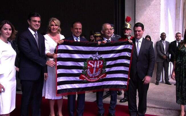 Entre os governadores que assumiram nesta manhã, está João Doria (PSDB), que celebrou o cargo no Palácio dos Bandeirantes