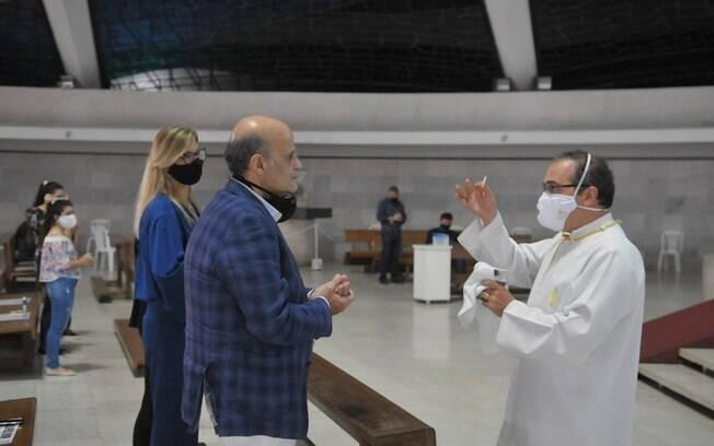 Paco Britto participou de missa presencial no feriado de Corpus Christi