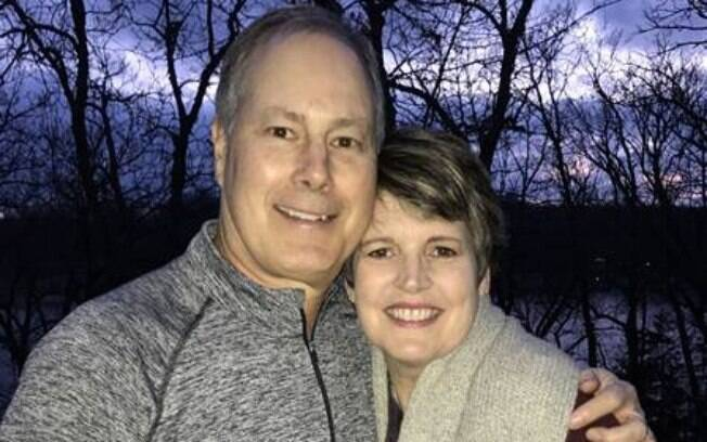 Após Lora descobrir um câncer, Jim fez uma romântica surpresa