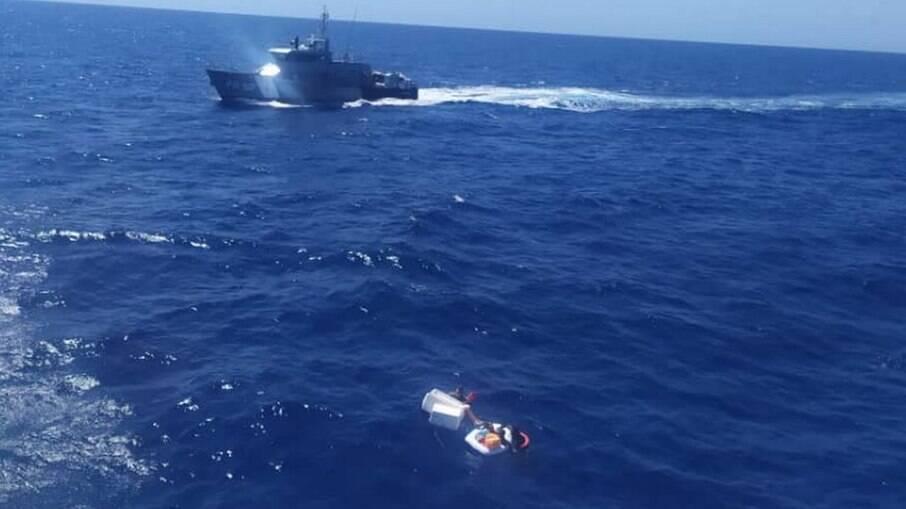 Mãe morreu após ser encontrada com filhos em bote salva-vidas