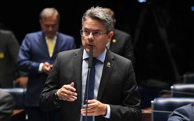 Senador Alessandro Vieira quer abrir processo de impeachment contra os ministros Alexandre de Moraes e Dias Toffoli