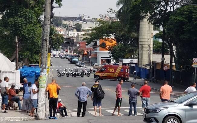 A Avenida Lico Maia, em Diadema, ficou interditada durante assalto a agência bancária