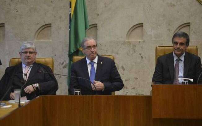 O procurador-geral da República (à esquerda) no evento ao lado de Cunha e Eduardo Cardozo