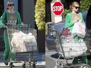 Paris Hilton faz compras de moleton