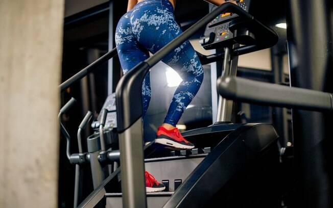 Em comparação com a escada fixa, o simulador de escada promove maior gasto calórico, por isso é tão buscado