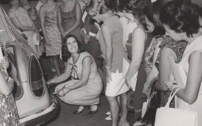 Graziela relata que gostava de ensinar mecânica para mulheres, nos anos 60
