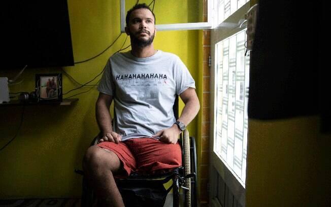 """""""Não tinha checkpoint, não tinha soldado, não tinha cone, não tinha absolutamente nada"""", relatou Vitor Santiago"""