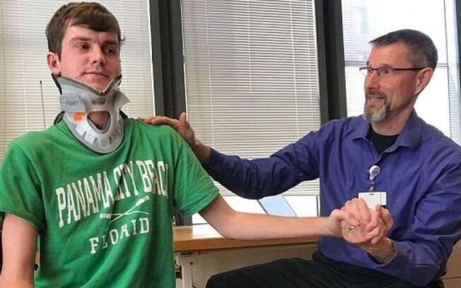 Vítima de uma decapitação interna, o jovem Brock Meister passou por uma cirurgia complicada após a lesão