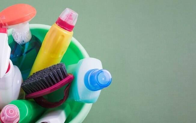 A influenciadora digital Iborema traz algumas dicas e lista os produtos de limpeza que devem ser usados na faxina
