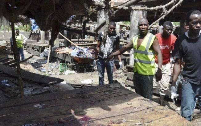 Ataque em mercado de peixe no nordeste da Nigéria, na sexta-feira (16), deixou mais de 70 feridos e 20 mortos