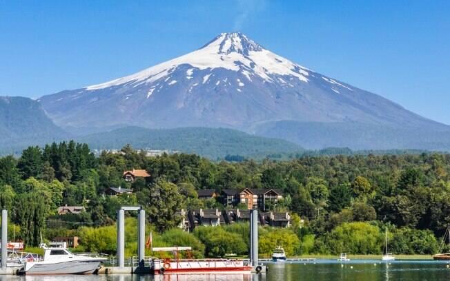 Turismo no Chile - Pucón é uma pequena cidade que abriga  o Vulcão Villarrica e é cheia de atrações de aventura