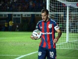 Camisa 10 dos Cuervos cumpre, contra o Cruzeiro, último joga da suspensão de quatro partidas que levou da Conmebol