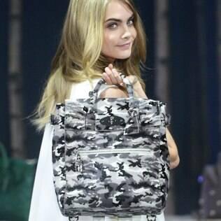 Cara desfila na semana de moda de Londres no último domingo (16)