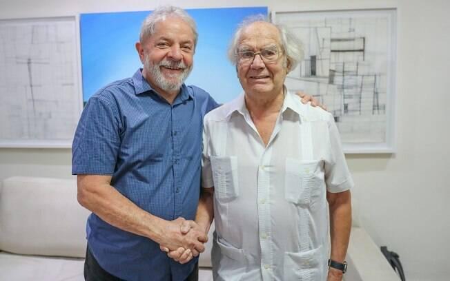 Lula e o ativista argentino Adolfo Perez Esquivel, ganhador do prêmio Nobel da Paz, em encontro em São Paulo
