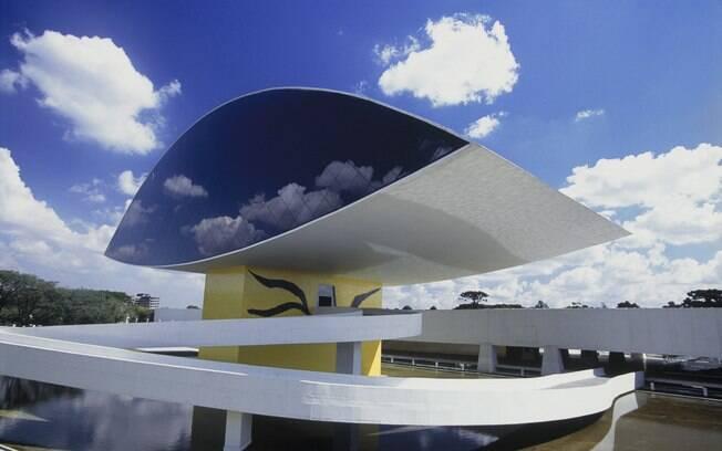 Museu Oscar Niemeyer, em Curitiba, tem acervo com mais de duas mil peças