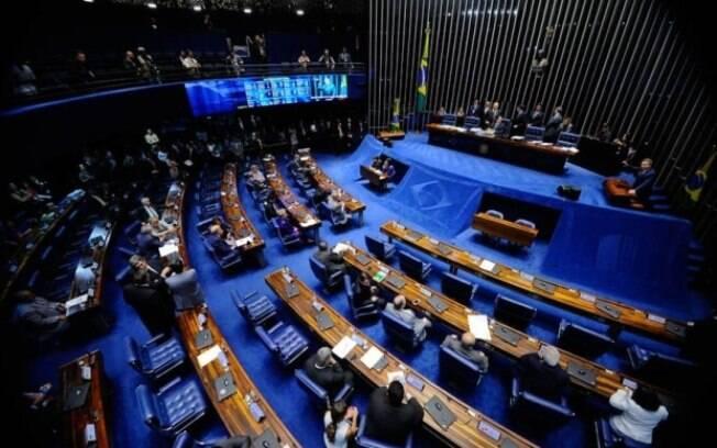 Senado removeu algumas exigências, como obrigatoriedade de placa vermelha para veículos utilizados nos aplicativos