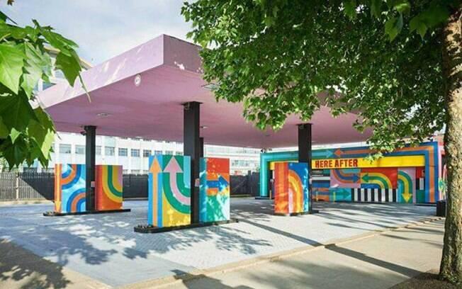 Posto de gasolina virou instalação de artes plásticas dos artistas Craig Redman e Karl Meier
