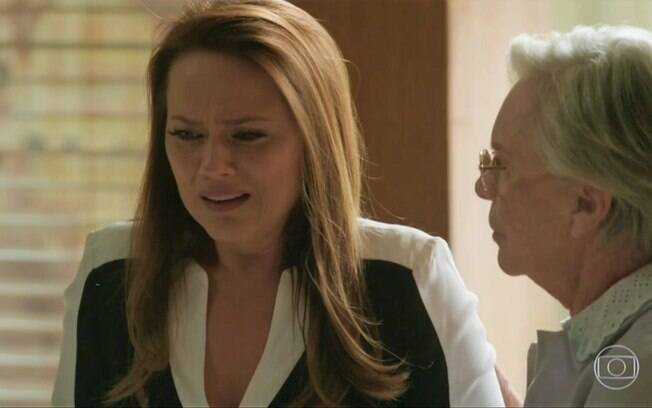 Lili (Vivianne Pasmanter) confidencia sobre gravidez e pede sigilo, em