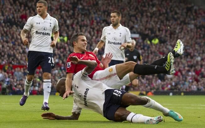 Justo quando se aproximava do então líder, o  Chelsea, o United caiu em casa para o Tottenham  por 3 a 2