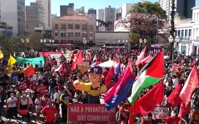 Manifestantes fazem protesto contra o governo Bolsonaro em Campinas