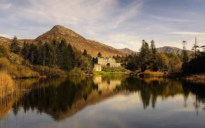Ballynahinch Castle Hotel, na Irlanda, é um castelo que conta com um pesqueiro na propriedade e outras atividades