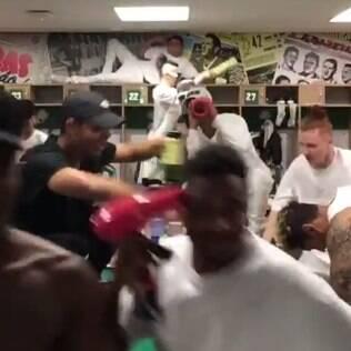 Vídeo de dançarinos de Justin Bieber no vestiário de estádio irrita palmeirenses