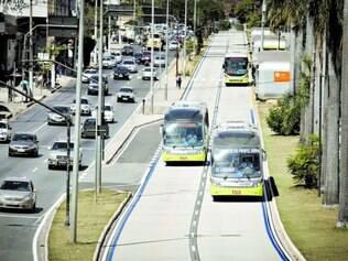 Reflexo. Trânsito na avenida Antônio Carlos (foto) melhorou, mas o fluxo de veículos nas proximidades do centro ainda é carregado