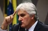 'Renan, o senhor dos anéis, deve cair', diz Delcídio sobre líder do Senado