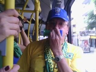 Com apito na boca, Toninho conversou com outros torcedores no Move