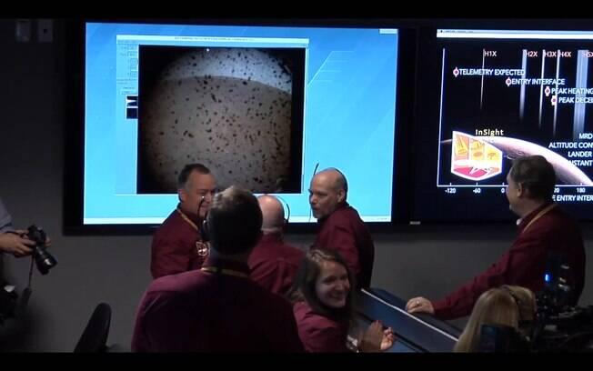Nasa comemora pouso de sonda em Marte