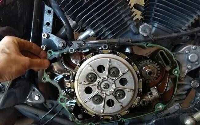 Transmissão da moto sofre desgaste sempre que se troca de marcha. Em casos de transporte de carga, ela se desgasta ainda mais rápido