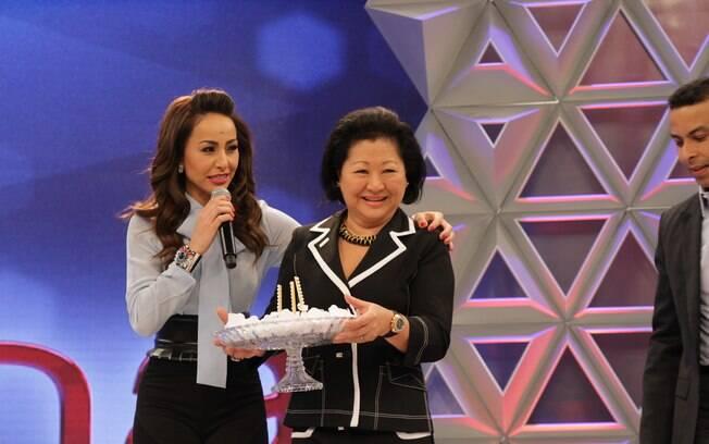 Dona Kika é presença confirmada da plateia da filha Sabrina Sato desde a estreia, quando também esteve no palco