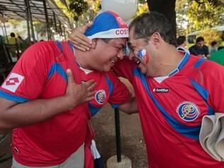 Estrangeiros sem ingressos para assistir as partidas no Mineirão disputam cadeiras em bares no entorno do estádio