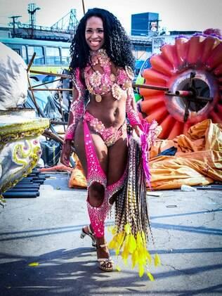 Alessandra Vânia, candidata da Rosas de Ouro à Corte do Carnaval Paulistano