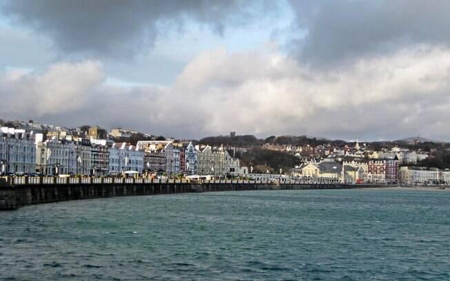 Dale Mclaughlan cruzou o Mar da Irlanda para visitar sua namorada na capital da Ilha de Man