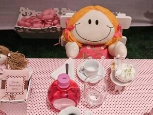 Que tal improvisar um chá de bonecas para a festa em casa? Ideia da Chá das Cinco apresentada na quarta edição da Mega Festas (2011)