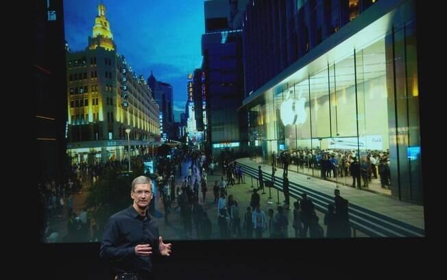 Na apresentação do iPhone 4S, primeiro tópico abordado por Tim Cook foi inauguração da maior loja da Apple na China