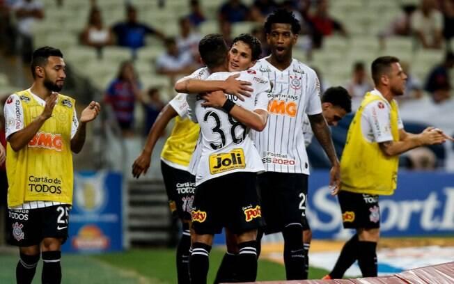 Corinthians comemora vitória fora de casa, no Castelão