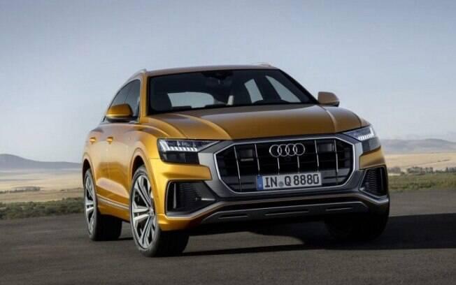 O Audi Q8 conta com linhas e curvas similares às de um cupê. A suavidade das curvas contribui com a aerodinâmica