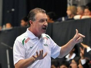 Argentino Rúben Magnano comanda seleção brasileira masculina de basquete em luta por vaga no Mundial