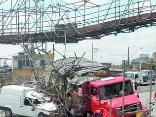 Transtorno. No último dia 8, caminhão demorou mais de seis horas para ser retirado do Anel Rodoviário após acidente
