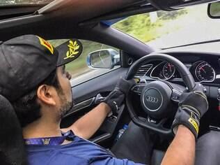Médio paraguaio Wilfrido Samudio veio rodando de Assunção (Paraguai) para participar do evento ao volante do seu  cupê Audi RS5