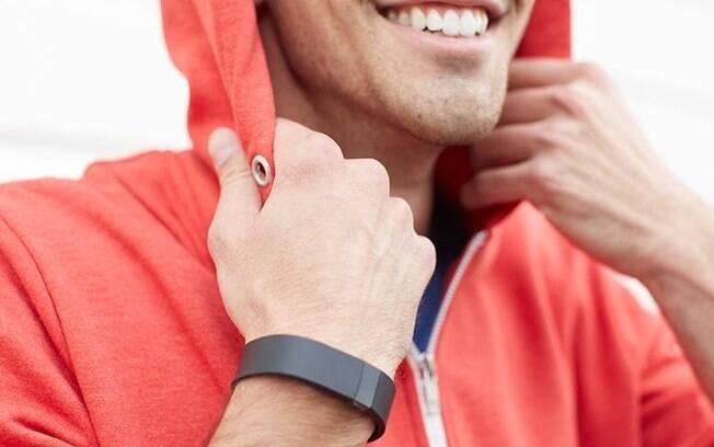 Pulseiras voltadas para o público fitness também podem se conectar com smartphones