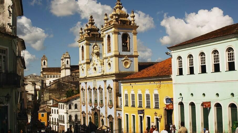 A beleza histórica do Pelourinho chama a atenção de turistas nacionais e estrangeiros