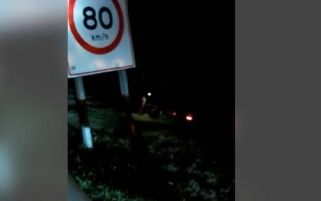 Motorista fica ferido após carro cair em ribanceira na Zeferino Vaz, em Campinas