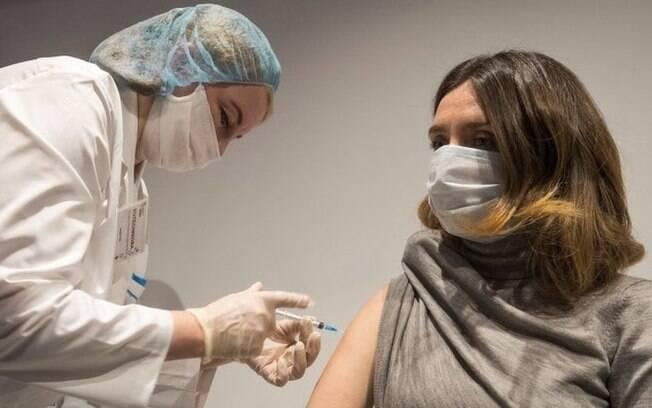 Vários países já começaram a vacinação em massa de sua população