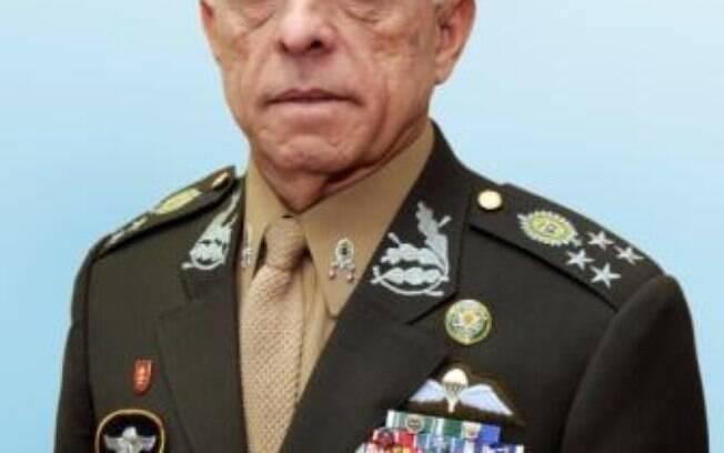 José Elito Siqueira responderá pelo Gabinete de Segurança Institucional
