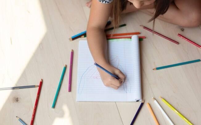 Nesse momento de isolamento social é importante pensar em algumas atividades para distrair as crianças; aproveite para estimular a criatividade