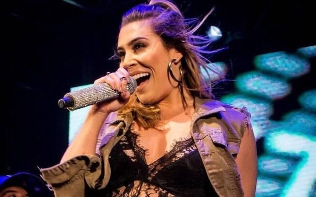 Naiara Azevedo tem músicas sobre traição